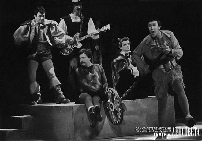 Интересное фото со сценой из спектакля