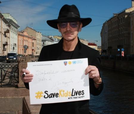 Народный артист Михаил Боярский поставил свою подпись на плакате #СпаситеДетскиеЖизни